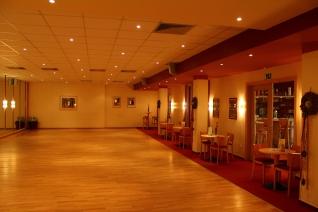 Der Tanzsaal Mit Sitzmöglichkeiten